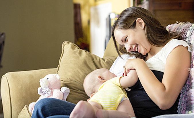 6dcc11f26c Hilfreiche Tipps für den Stillalltag | kindergesundheit-info.de