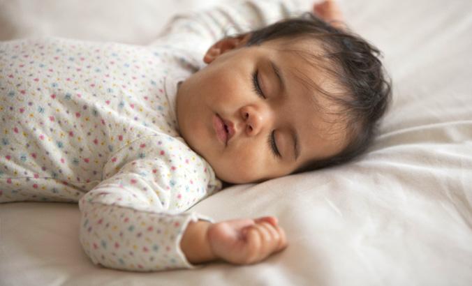 Nackt lassen babys schlafen Gemeinsames Schlafen