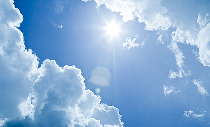 Sonne scheint durch Wolken © gettyimages