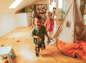Kleinkind Klettert Dreieck : Wenn kinder die welt entdecken kindergesundheit info.de